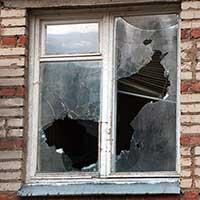 Окно, которое уже давно пора заменить.