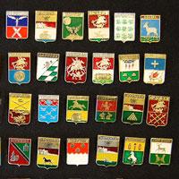 Коллекция значков с гербами городов.