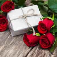 Розы в подарок.