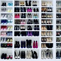 Полки с обувью.